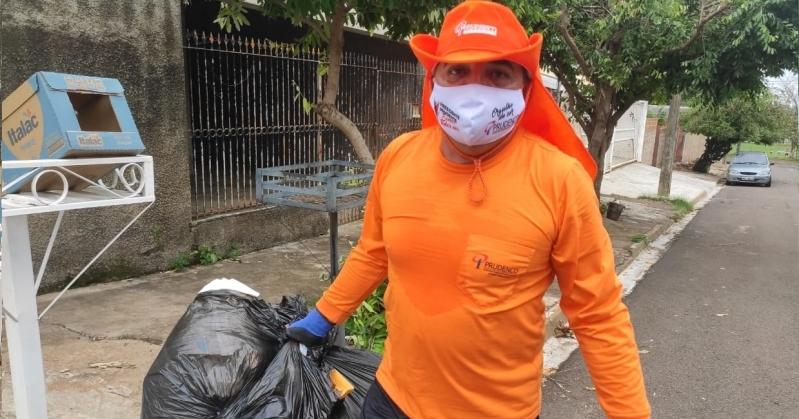 Presidente da PRUDENCO passa por um dia de coletor de lixo